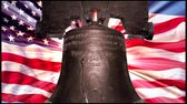 comemorativo : Liberty Bell shows light coming through the crack with animated flag in background