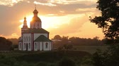 быстро : Orthodox Church at sunset. Across the sky clouds quickly flee.