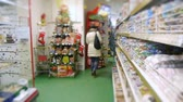 cartn corrugado : customers of the supermarket and the woman chooses products Stock Footage