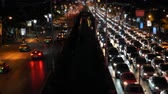 opstopping : Time-lapse A huge traffic jam on the busy avenue at night time rush hour
