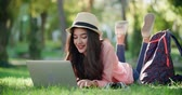 kacérkodás : beautiful girl model in the park with a laptop, very emotionally communicating with the boyfriend via the Internet