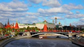 híd : Overview of Kremlin in Moscow on a sunny day Stock mozgókép