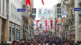 dia da independência : ISTANBUL - APRIL 7: Crowded Istiklal street on April 07, 2013 in Istanbul. It Stock Footage