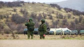 PEREVALNE, UKRAINE - MARCH 4: Russian soldiers on March 4, 2014 in Perevalne, Crimea, Ukraine. On February 28, 2014 Russian military forces invaded Crimea peninsula. Wideo
