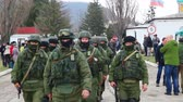 obrana : PEREVALNE, UKRAINE - MARCH 5: Russian soldiers marching on March 5, 2014 in Perevalne, Crimea, Ukraine. On February 28, 2014 Russian military forces invaded Crimea peninsula.