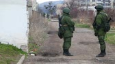 russo : PEREVALNE, UKRAINE - MARCH 4: Russian soldiers guarding a naval base on March  4, 2014 in Perevalne, Crimea, Ukraine. On February 28, 2014 Russian military forces invaded Crimea peninsula.