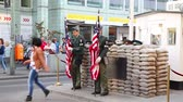 street wall : Checkpoint Charlie touristische Attraktion in Berlin
