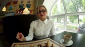 szachy : Beautiful girl in a cafe playing chess,the fish-eye.