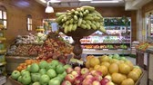 refrigerador : the fruit on the counter in the supermarket. Fruit abundance.