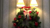 decoração do natal : Christmas wreath on the wall Stock Footage