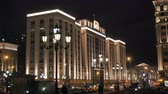 választotta : people are walking near Building of The State Duma of Russian Federation, Moscow