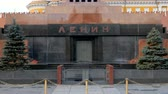 mausoléu : the Mausoleum of Lenin on Red square in Moscow in daytime, entrance, close-up