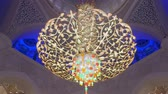 colunas : ABU DHABI, U.A.E. - JAN, 2018: Sheikh Zayed Grand Mosque, view on amazing exclusive unique chandelier