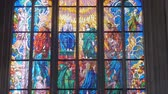 manchado : bright multicolored stained glass on window of catholic cathedral Vídeos