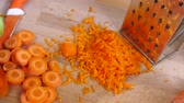 preparar : Close up of sliced carrot Vídeos