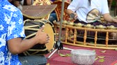chapéus : Thais play traditional thai musical instruments concert show for travellers at Wat Khanon on April 14, 2015 in Ratchaburi Thailand.