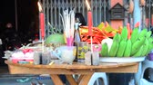 respeito : Thai people prepare and putting Sacrificial offering food on wooden table for pray to god and memorial to ancestor in Chinese new year day at home in Nonthaburi, Thailand.