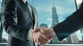 parceria : Businessman handshaking at important meeting in Manhattan third version