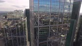 cidades : The camera flies high-rise buildings with mirrored windows. Stock Footage