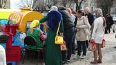 bem aventurado : SERGIEV POSAD, RUSSIA - CIRCA APRIL: A kvass street vendor in St. Sergius Lavra during the Easter, Sergiev Posad, Russia