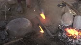 時尚 : NGORONGORO, KIGALI, TANZANIA - CIRCA DEC, 2011: Blacksmith in Maasai village melts metal for instruments and bracelets. Man is hereditary blacksmith in tribe