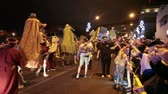 ada : LOS CRISTIANOS, TENERIFE, SPAIN - JAN 5, 2016: Three kings Melchior, Gaspar and Baltasar ride camels through the streets and throw candies to children. The Cavalcade of Magi is a traditional parade of kings in all Spanish cities. Stok Video
