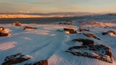 alasca : Sunset on the snow-covered shore of the Barents Sea