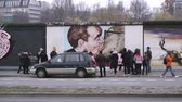 galeria : BERLIN, GERMANY - NOV 22, 2018: Tourists takes photos with the famous kiss from the Berlin Wall. 4k.