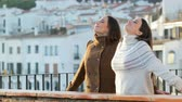 oddech : Two relaxed friends breathing fresh air in winter standing in a balcony Wideo