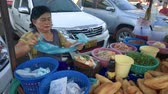laosz : Lao woman selling sandwiches made from baguette Stock mozgókép