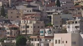 filistin : Overview of an Arab city in Israel with a large mosque rising above