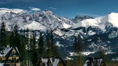 Словакия : Snow capped peaks of Polish and Slovak Tatra mountains.