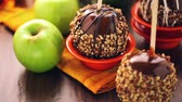 coberto : Hand dipped caramel apples decorated for Halloween. Stock Footage