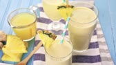 tropikal meyve : Freshly made pineapple ginger smoothie with Greek yogurt and juice.