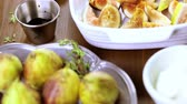 thyme : Preparing fig bruschetta with organic California figs. Stock Footage