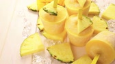 caloria : Homemade low calorie ice creams made with mango, pineapple and coconut milk. Vídeos