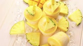 caloria : Homemade low calorie pop ice made with mango, pineapple and coconut milk. Vídeos