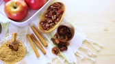 масло : Ready to be baked organic apples with pecans and raisins. Стоковые видеозаписи