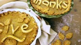 agradecimento : Homemade pumpkin pies with Give Thanks sign and Autumn stamped leafs.