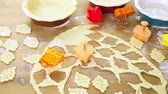 пирожок : Cutting out Autumn leafs with cookie stamper to decorate pumpkin pie.
