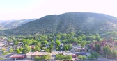 lucht : Glenwood Springs, Colorado, USA 20 juni 2015. Luchtfoto van het centrum Gleenwood Springs in de zomer.