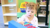brinquedos : Cute toddler girl playing with bright blocks.