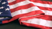 dia da independência : Large American Flag on the table. Stock Footage