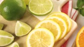 witaminy : Variety of citrus fruit including lemons and limes.