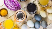 beterraba : Easter eggs painted with natural egg dye from fruits and vegetables. Vídeos