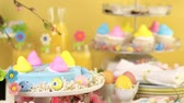 pintos : Dessert table with Easter cake decorated with traditional Easter marshmallow chicks.