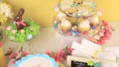křída : Dessert table set with cake and cupcakes for Easter brunch.