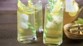 Green tea with citrus in glasses with ice and paper straw. Wideo