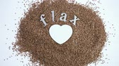 alimentos : Flax seeds on painted wood board.