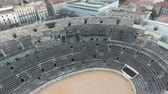kolosszeum : Flying over the old Roman amphitheatre in the city of Nimes, France.